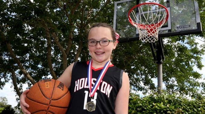 Elle Buergler Wins Free Throw Competition
